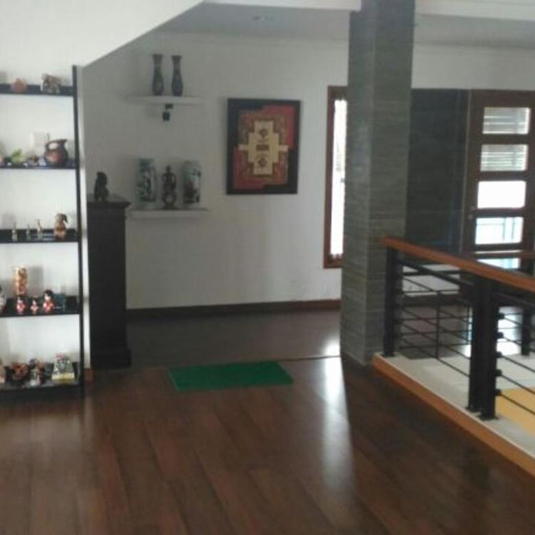 Rumah Nuansa Villa di Cimenyan, Dekat Cartil