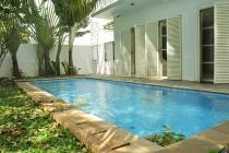 Rumah di Kemang, Jakarta Selatan ~ Dalam Tonwhouse ~ Swimming Pool