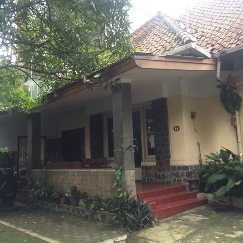Dijual Rumah Klasik 1 Lantai Halaman Luas Sayap Riau Bandung