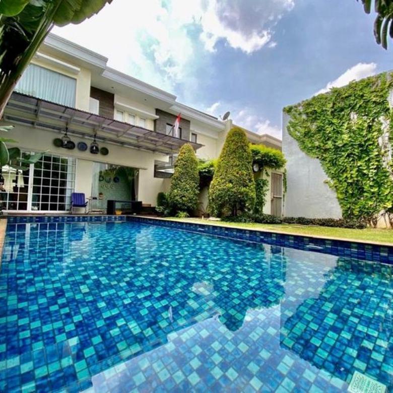 Rumah mewah dengan kolam renang  di duren tiga Mampang