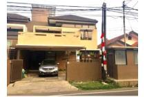 Rumah cantik dan unik lokasi strategis di Manunggal, Gegerkalong