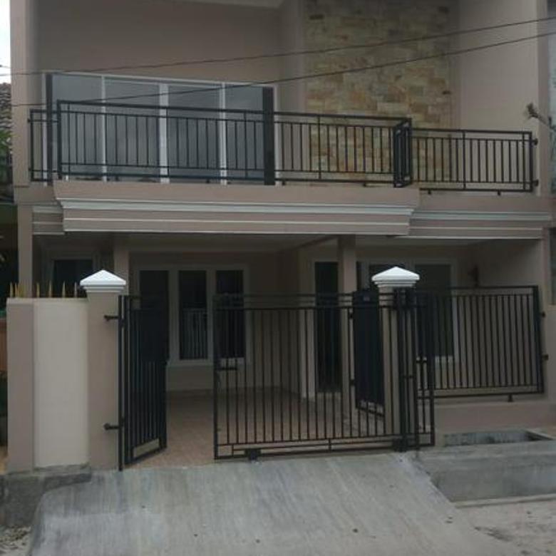 Rumah Cantik dan Siap Huni di Boulevard Hijau