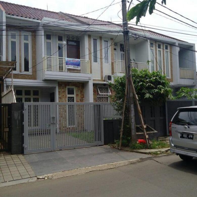 Rumah 2 Lantai, Pinggir Jalan Utama Komplek Megapolitan Cinere
