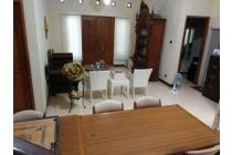 Rumah Terawat Semi Furnished di Semolowaru Elok