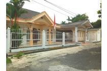 Dijual Rumah Besar Lokasi Strategis di Depok