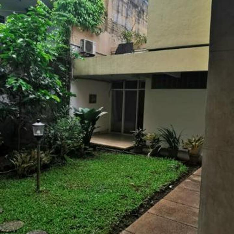 Rumah lama Area Premium dekat Senopati.