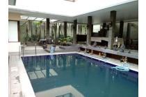 Rumah, Fasilitas Kolam Renang *Furniture : Semi Furnish - Setiabudi Regency