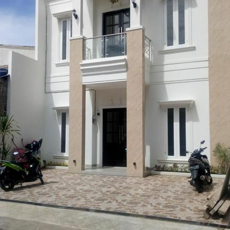 Rumah Baru unit pojok dalam komplek pinggir jalan raya m. Kahfi 2, jagakarsa jaksel