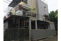 Rumah Minimalis Bagus uk 8x15m di Komplek Kavling Polri Jelambar