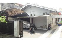 Rumah di Rawamangun, Di Tepi Jalan 2 Arah, Hadap Selatan, SHM, LT 338 m2