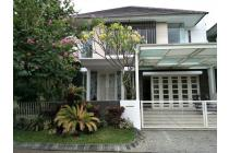 Rumah dijual di Graha Family Surabaya dengan lokasi strategis