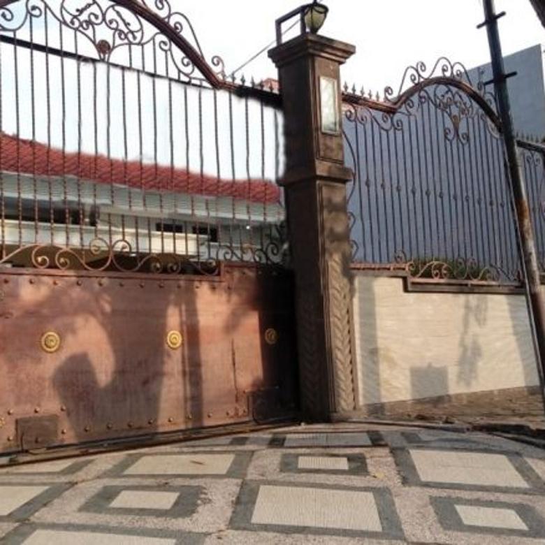 Dijual Rumah Imam Bonjol Surabaya Istimewa 3 Lantai Bagus & Terawat
