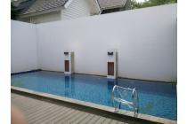 Rumah Bagus Kolam renang di Kemang Pratama Regency Bekasi