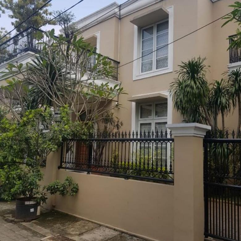 Rumah Mewah di Veteran Bintaro Pesanggtahan Jakarta Selatan
