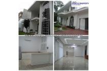 Disewakan Rumah 2 Lt. + Basement Kecil di Jl. Sekolah Kencana, Pondok Indah