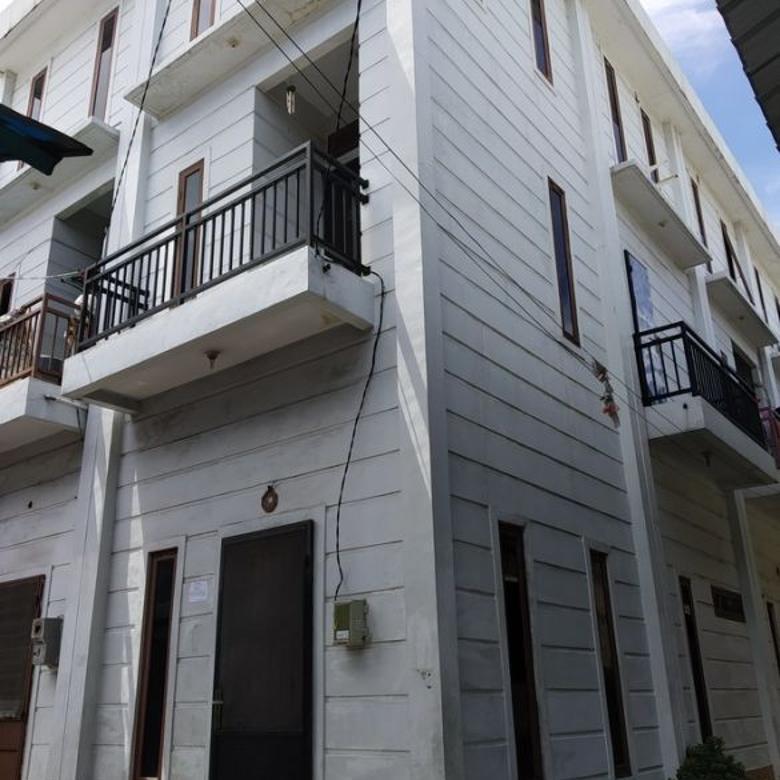 Rumah 3 lantai area Jl Sinar Budi Penjaringan