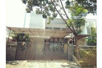 BARANG BAGUS!! Rmh minimalis 2lantai+Rooftop di Graha Famili, Surabaya