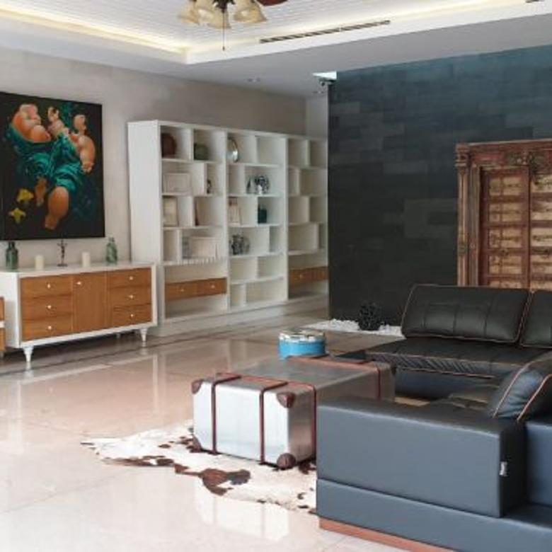 Disewakan Rumah di Kemang, Jakarta Selatan ~ Funrished ~ Pool