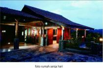 Rumah Bernuansa Vila Belakang ADA swalayan Banyumanik Semarang Kota