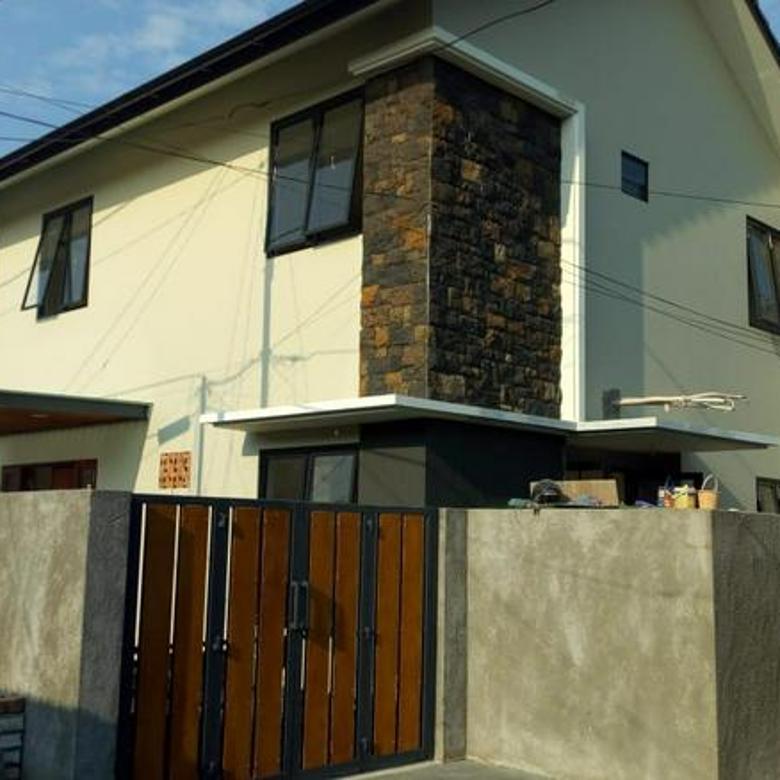 Rumah - Hoek Jl. Cendrawasih Keb. Lama Jakarta Selatan ST-R778