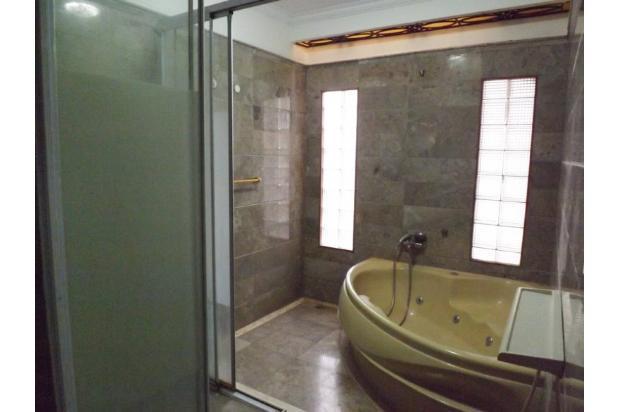 Kamar mandi di kamar utama 907576