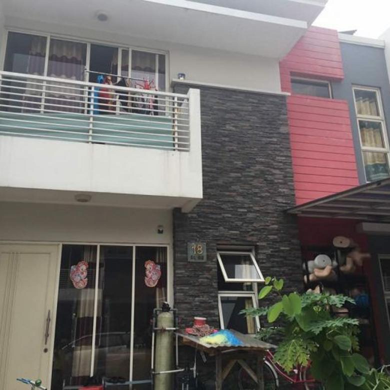 Rumah 2 lantai Full Renov di San Lorenzo, Golf Lake Residence
