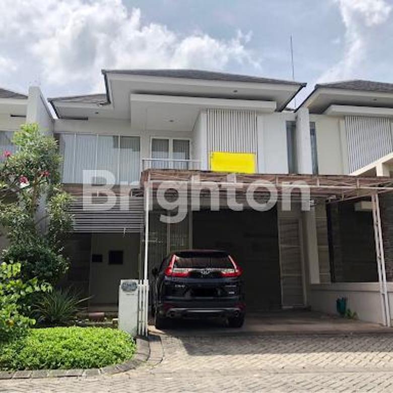 Minimalis 2 Lantai Royal Residence
