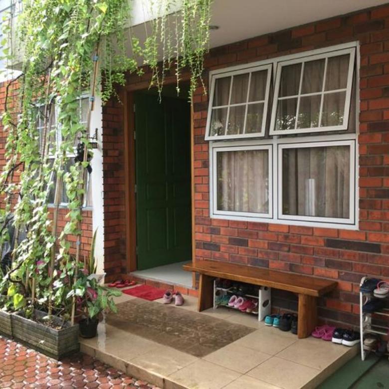Dijual Rumah Bagus 3 Lantai di Kavling Polri Jakarta