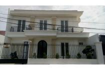 Dijual Rumah Mewah Pondok Kelapa, Pinggir Jalan Raya Semi Furnish