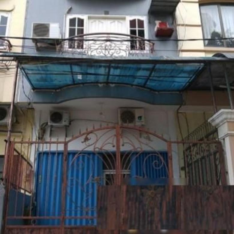 Rumah 3,5 Lantai Semi Furnish @ Muara Karang