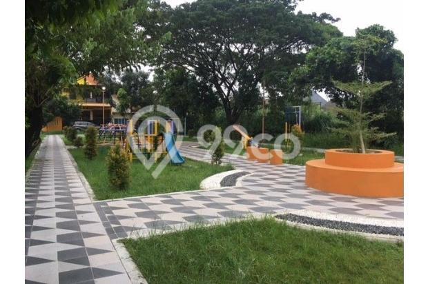 Taman, lengkap dengan playground, lapangan basket, dan lapangan sepakbola mini di depan rumah. 16846445