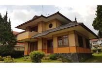 Dijual Vila Asri Nyaman Strategis di Villa Istana Bunga, Bandung Barat