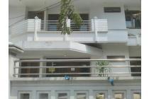 disewakan rumah : jl. gayung sari barat, surabaya. hub : 085104668881.