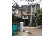 Rumah Megah 2.5 Lantai dengan 5 Kamar Tidur di Komplek Harapan Jaya