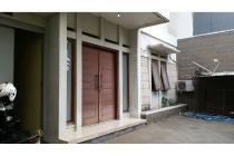 Rumah Komplek Taman Lingkar LT:219 LB:300