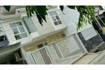 Jual rumah baru gress 2 lantai SHM Taman Sutorejo Timur 2,25M