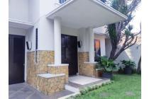 Rumah Mewah Siap Huni Ada Kolam Renang Pribadi Lokasi di Kemang Jakarta Selatan