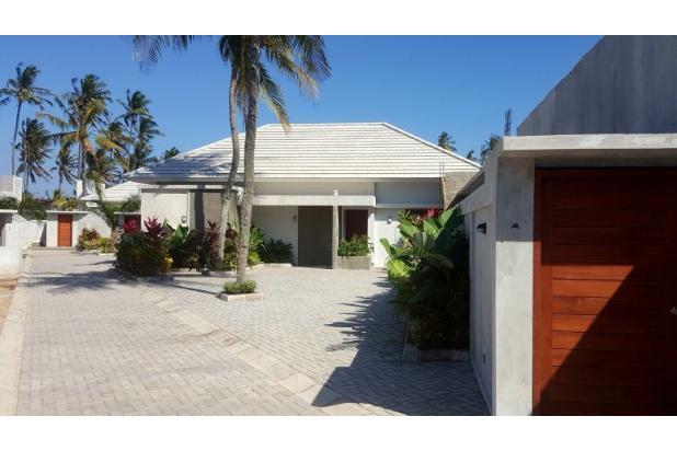 villa dekat pantai di stangi dengan kolam renang pribadi