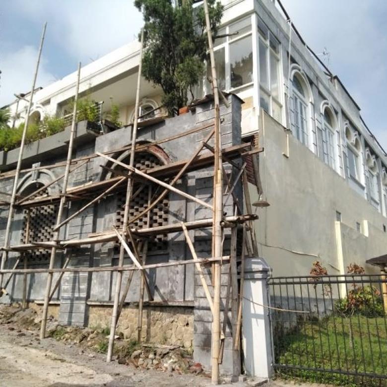 Bangunan baru cocok untuk usaha atau hotel di  Kota Batu