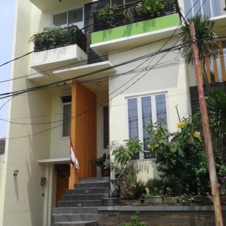 Rumah cantik 3 lantai dekat Grand Galaxy City