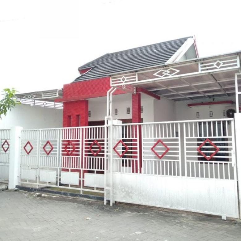 Rumah dalam perumahan utara Jec Janti