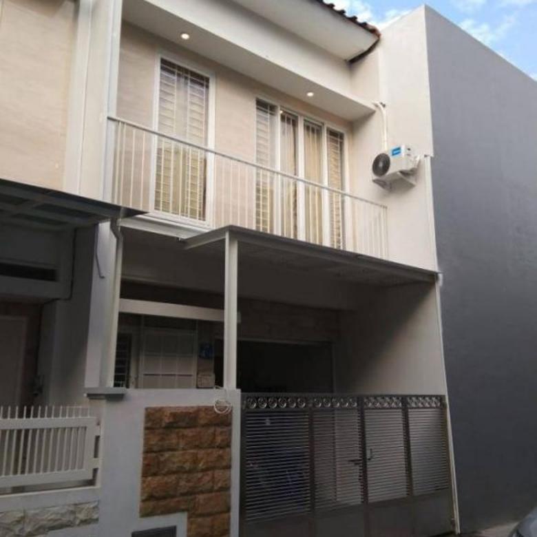 Rumah SHM minimalis 2 lantai SIAP HUNI, BAGUS di Gading Pantai