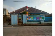 Rumah Asri dan Besar Di Jalan Raya Jatijajar Depok