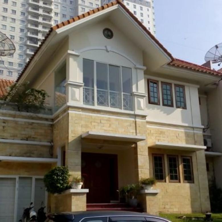 dijual rumah Raya Villa Regency