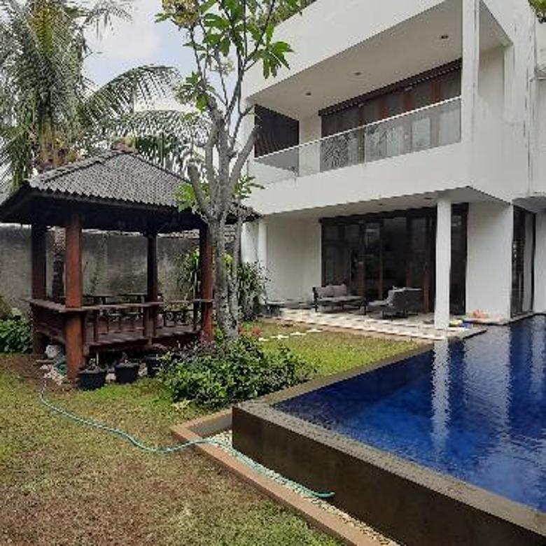 Hunian di Kemang siap huni ada pool bebas banjir