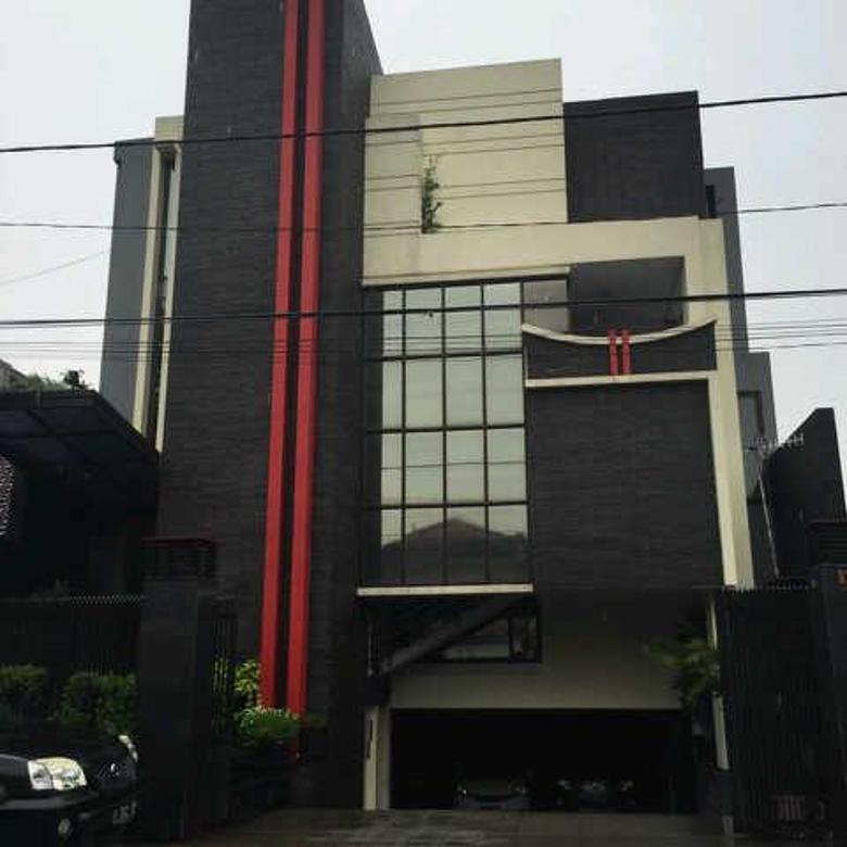 Gedung 3,5 lantai di Jl. Danau Jeumpang Benhil Jakarta Pusat