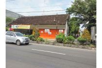 Kios Usaha dan Rumah Dekat Jalan Raya Pasar Kliwon