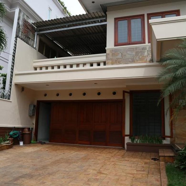 Mewah, Terawat, Siap Pakai, Rumah 2 Lantai di Pondok Indah