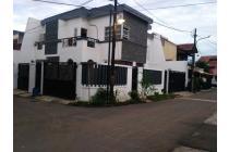 Rumah mewah  posisi Hook View Taman dan siap huni di Buaran Jakarta Timur