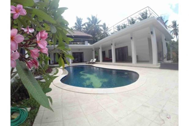 modern villa dilengkapi kolam renang di meninting dekat senggigi lombok